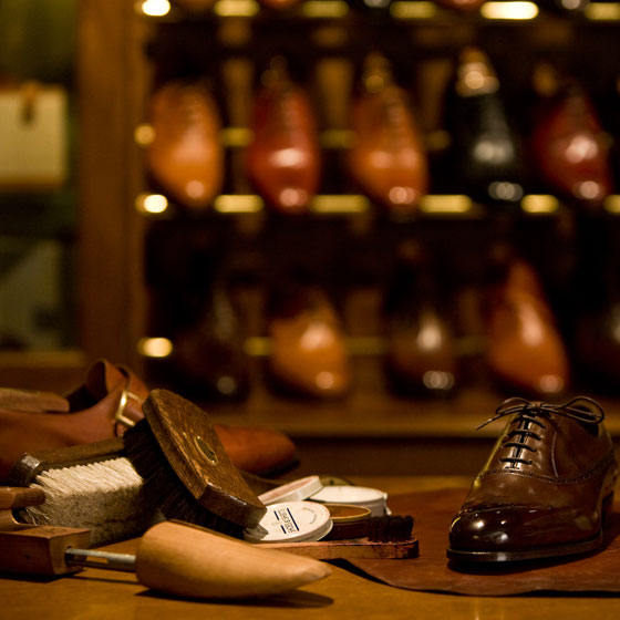 At Shoes & Shirts we like to see your newly purchased shoes kept in top condition. To help you achieve this, we offer you an excellent range of professional maintenance equipment.