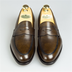 Make sure you are ready for the upcoming season with a pair of loafers like these. Selected from Crockett and Jones' Handgrade collection, they will form a perfect addition to your wardrobe. Click to find out more!