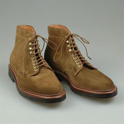 Alden Plain toe boot snuff suede
