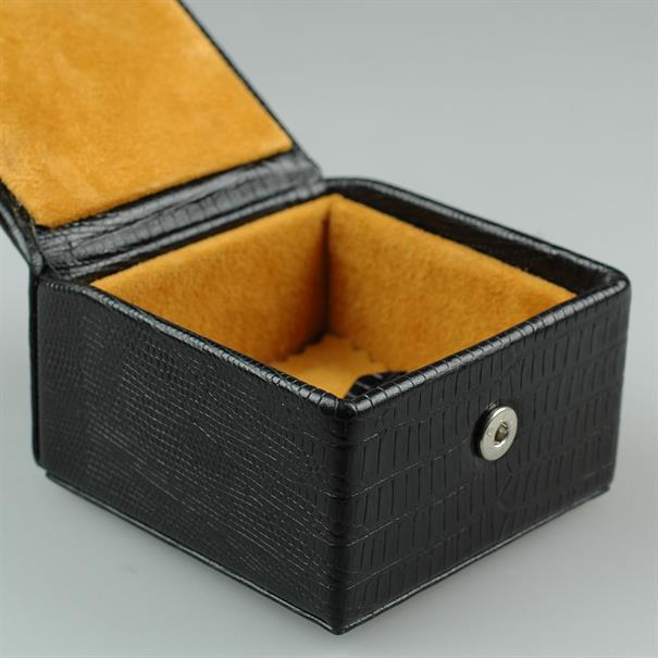 Shoes & Shirts Studbox box