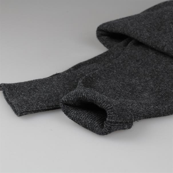 William Lockie Pull v-neck charcoal